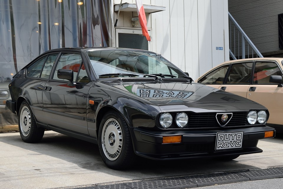 1983(昭和58)年式 アルファロメオ・アルフェッタGTV2.0!あの名車ジュリアシリーズの頂点、2000GTVの官能の2Lアルファツインカムエンジンを引き継ぐ名車!それがこの驚くべき程度で残っているとは・・・まさに感動もののアルフェッタ!