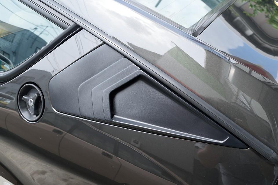 リアクォーターパネルも、ご覧の通りの美しい仕上がり!とても丁寧な塗装がされています。