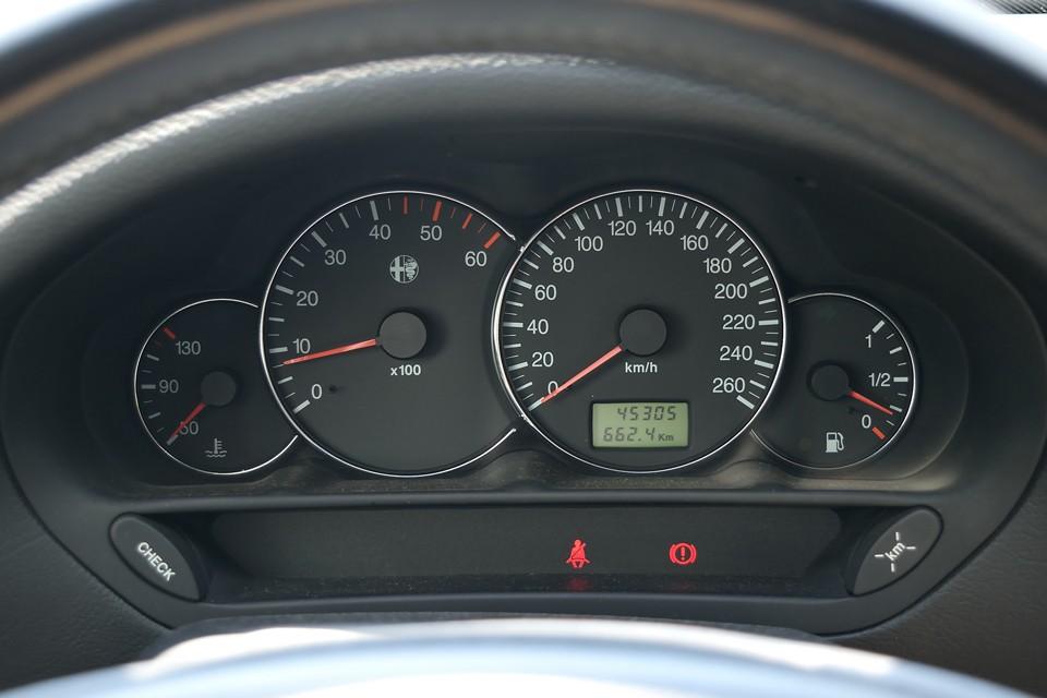 実走行4.5万km!気になるタイミングベルトは前述の通り、平成30年7月、4.3万km時の車検取得と同時に交換済!当然、車検は平成32年7月までと、前代未聞の長さ!車検満了までは重量税も自賠責保険料も必要ないので、長ければ長いほど、お得なのです!