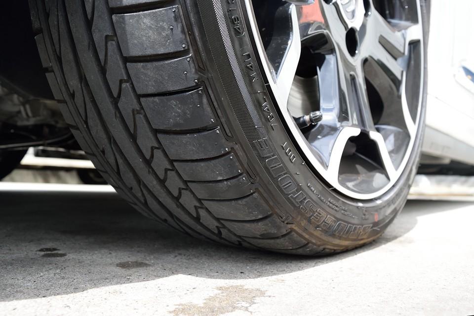 タイヤ残も7~8分山というところでしょうか。これなら当分交換の必要はありませんね。