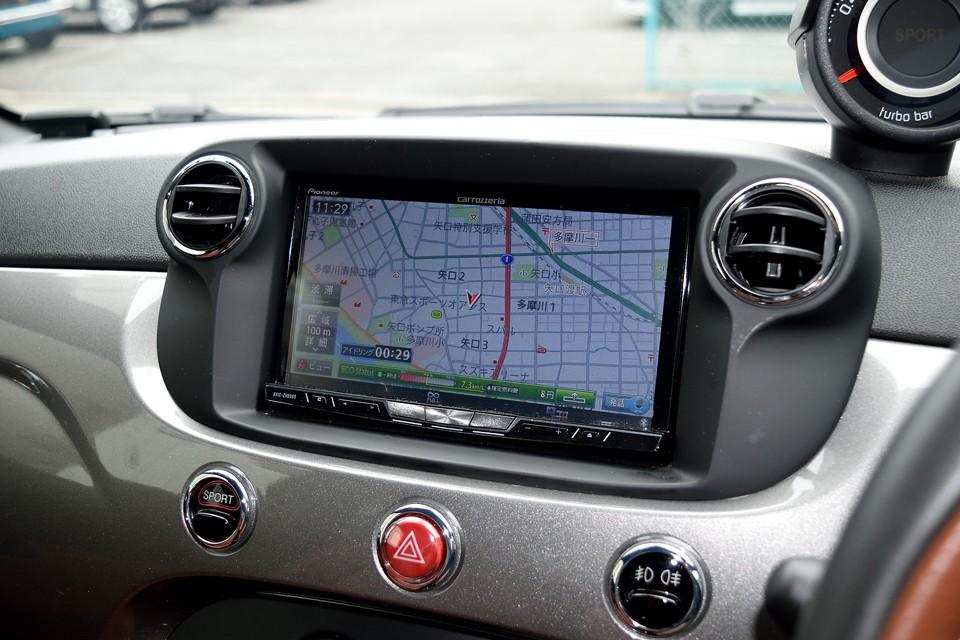 ナビは高性能のカロッツェリアAVIC-ZH0999を装備!エコドライブ判定や音声操作、ナビ画面に前方の実写映像を映し出すクルーズカウンター、地図の自動更新も出来るデータ通信機能等の装備テンコ盛り!