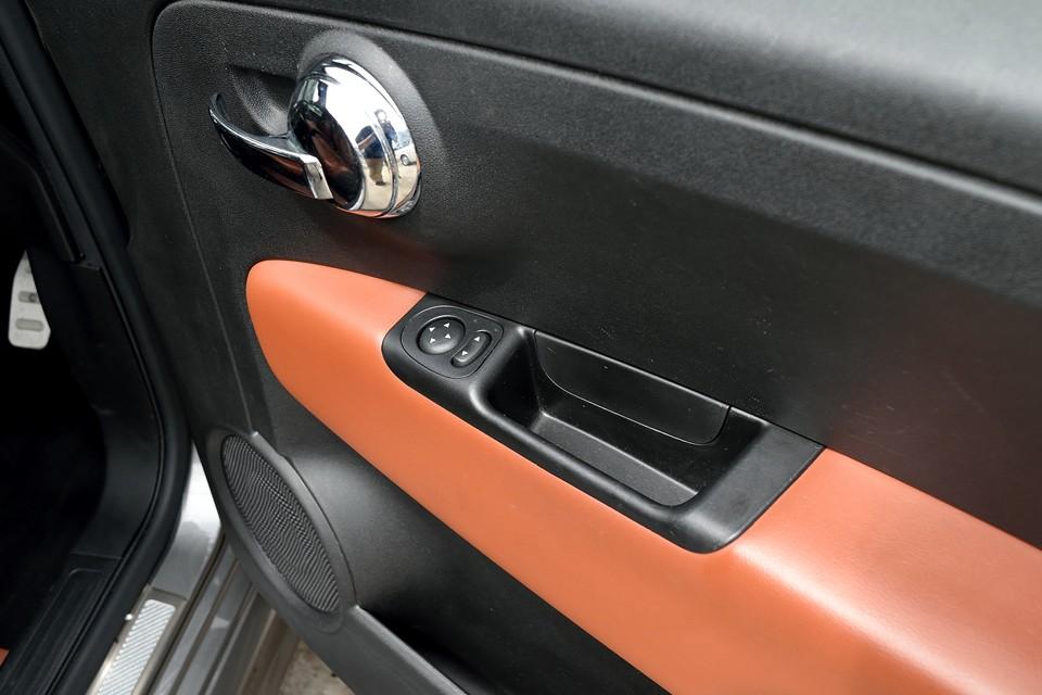 使用感の出やすいドアスイッチ部分もご覧の通り清潔な状態です。気持ち良くお乗りいただけると思います。