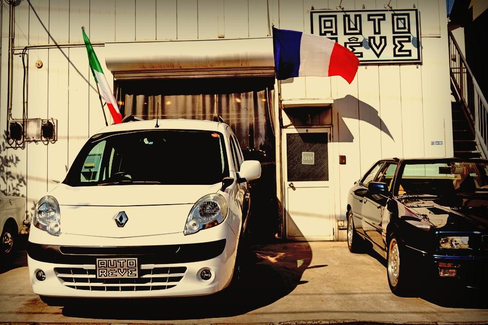 ・・・と、セールストークはここまでにして・・・改めて白デカングーです。フランス車です。どんな場面でも使えるユーティリティの高さは特筆もの!ミニバンばやりの昨今ですが、日本車のミニバンとは明らかに異なるその魅力!