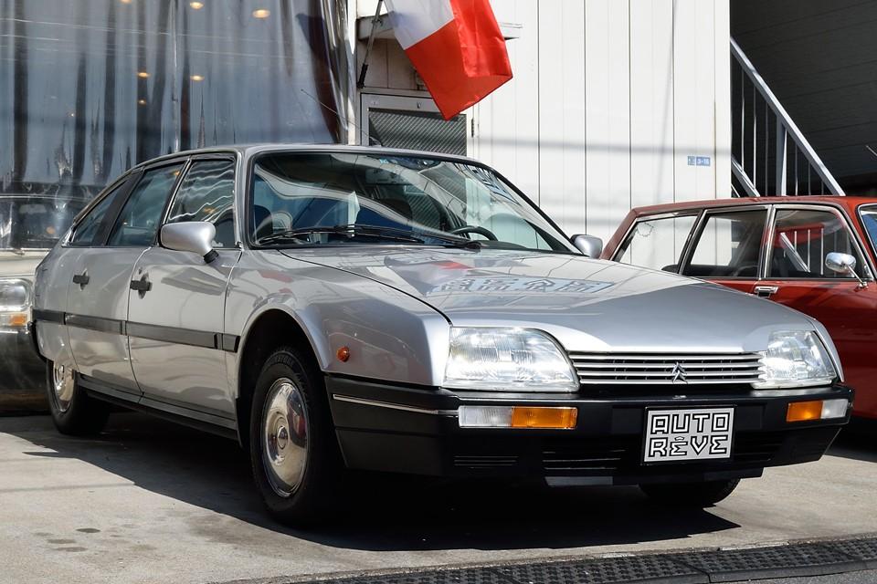 1986(昭和61)年式、国内初度登録は2000(平成12)年の中古並行車、シトロエンCX22TRS、排気量2200cc、左ハンドル、5MT!まんま本国仕様の、これまた「悩ませちゃってゴメンね」物件(笑)なのです!