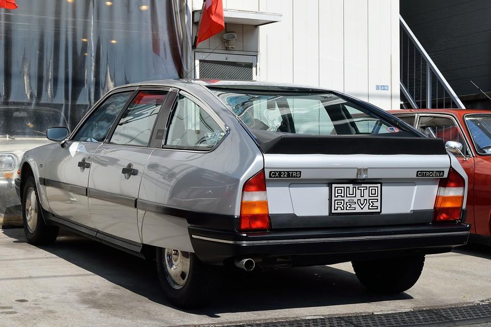 国内では多いGTiターボが1385kgに対して、この22TRSは1280kg!なんと95kgも軽量なのです!フランス車定番の、エンジン回し気味に走ると楽しいヤツですぅ~!