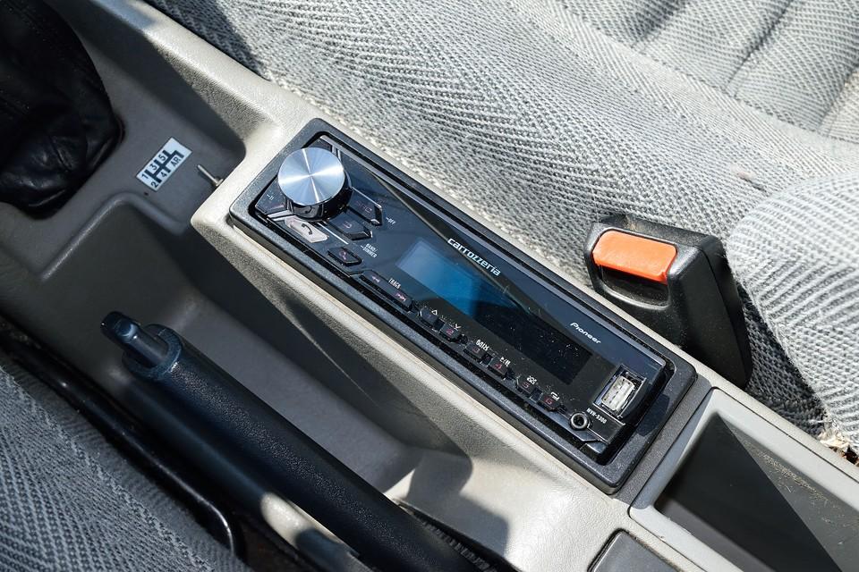 オーディオはカロッツェリアMVH-5300を装備。USB入力、Bluetoothを搭載しているので、スマホとの連携も、とっても便利!