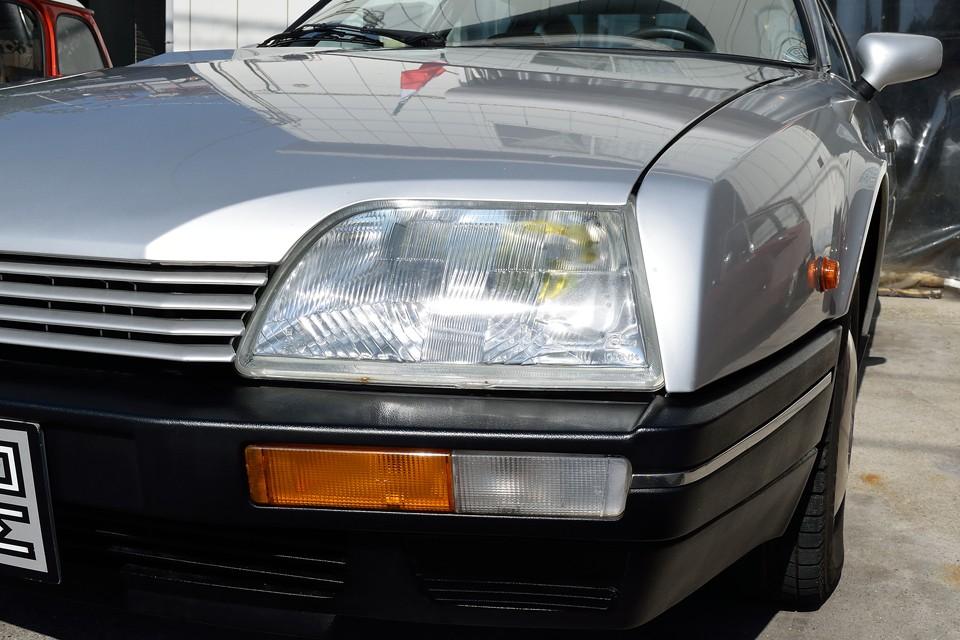 ヘッドライト、ウインカーレンズともにクリアー!反射板の劣化も見受けられません。最近厳格な車検の光量検査もこれなら問題無さそうです。