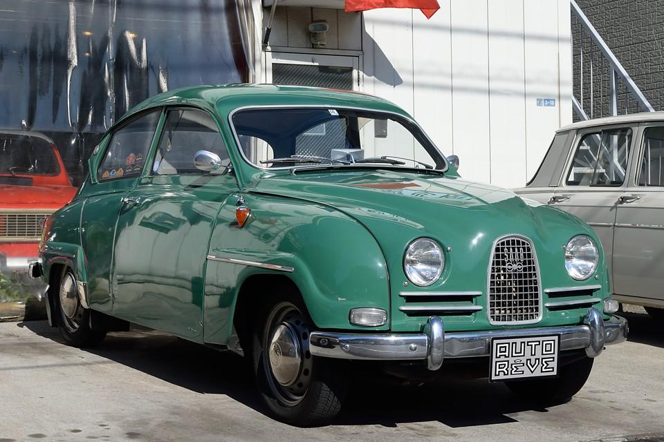 1960(昭和35)年式 サーブ96 その愛らしくも斬新なスタイル、2ストロークエンジンが奏でる勇ましい響き、何とも香しい紫のスモークは、あの60年代カウンターカルチャーの如き、熱い存在ではないかとっ!