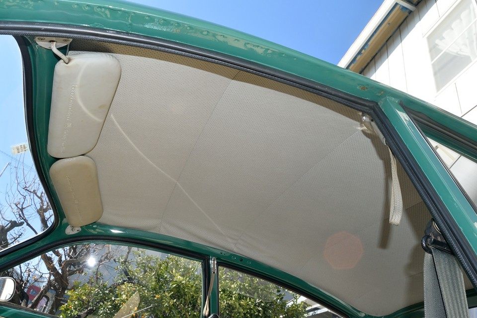 天張りはご覧の通り、破れもなく清潔感のある状態です。旧車独特の臭いはありますが、タバコ等の嫌な臭いはありません!