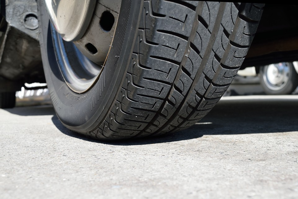 タイヤ残溝はご覧の通りタップリ!8分山というところでしょうか、当分交換の必要はなさそうです。