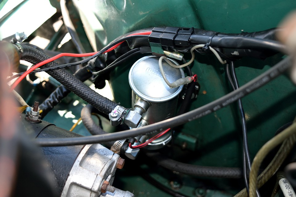 そして、こちらももうひとつの定番!燃料ポンプを電磁ポンプ化で安心の燃料供給!フルトラでちゃんとスパークして、電磁ポンプできっちり燃料来てれば、基本動く構造のクルマですからね。