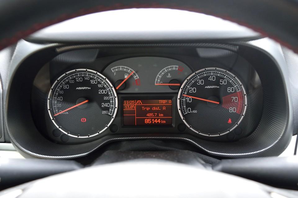 実走行8.5万km!新車2オーナーで、ディーラー記録7枚!機関好調なのも納得です。それから、忘れちゃいけないタイミングベルトですが、平成30年4月、79,656km時に交換したばかり!これは安心!