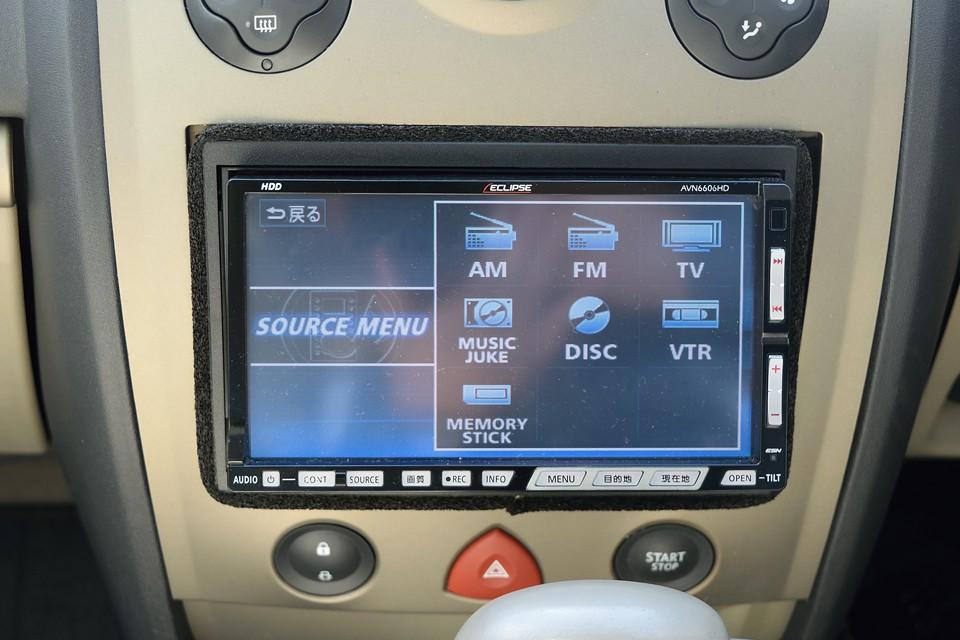 AVソースはご覧の通り、AM/FM、TV、読み込ませたCDの内臓HDDからの再生、それにDVDにも対応!