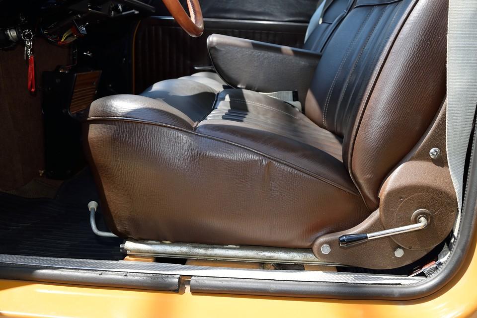 そんでもって、この座面の厚さ・・・これはもう異常とも言えるほどの厚さではないかと!
