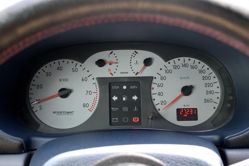 実走行2.7万km!車検はタップリ平成32年10月まで!車検無し車両で良くある、納車のための車検取得で『車検取るためにどうしても部品交換で、別途○○○○○円掛かります。』なんて事もありませんのでご安心を!それが車検があるという事ですからね。