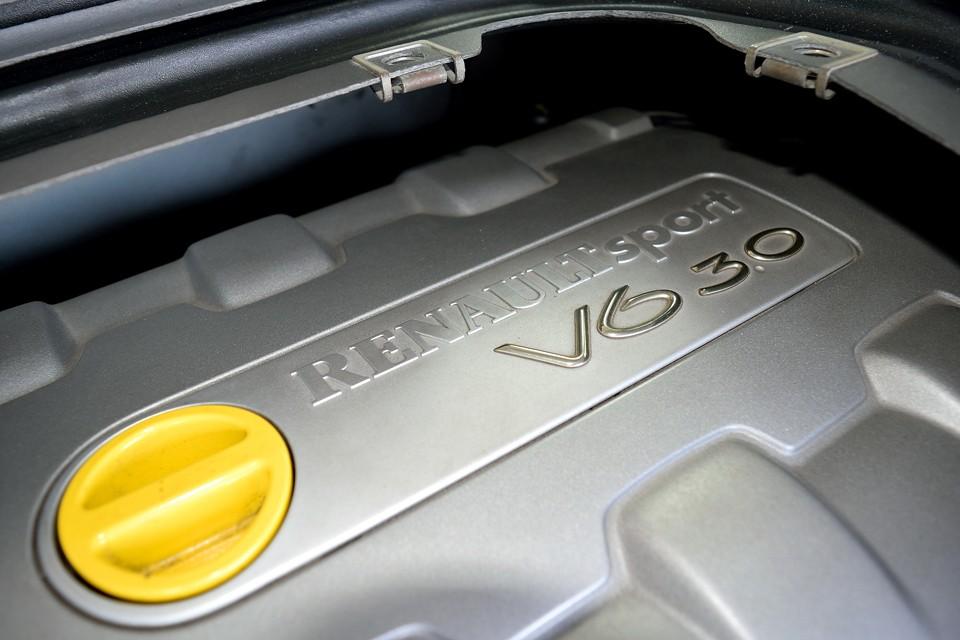 しかし、侮ってはいけません!NAエンジンのピックアップの良さ、全長3805mm××全幅1810mm××全高1350mmというストラトスばりの幅広のボディ、車高の半分はあろうかという17インチタイヤ、そしてリアミッドシップとくれば、そりゃもう、チョ~過激な走りは必然なのですぅ~!