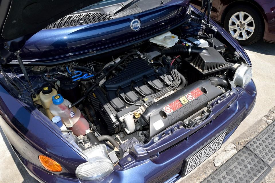 直列4気筒DOHC16バルブ、1596cc、最高出力103ps/5750rpm、最大トルク14.8kg・m/4000rpmを発生するエンジン!フィアットらしい低回転からトルクフルなエンジンなので、数値以上の力強さを感じると思います。6人乗車でもグイグイと引っ張る力強さは頼もしい!
