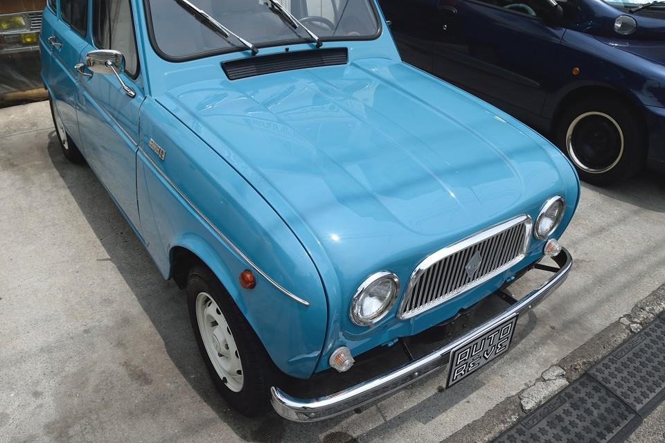 仕上げの質はもちろんですが、この色味・・・判っていらっしゃる~!ちなみに塗装は英国車を主に扱う塗装屋さんにて仕上げたとの事。英国車は塗りの回数がそもそも違いますからね。美しい仕上がりも納得なのです!