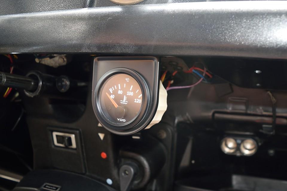 キャトルで追加したい装備ナンバー1の水温計です。これで、旧車の大敵、オーバーヒートも事前に察知出来るので、安心度も大幅UP!