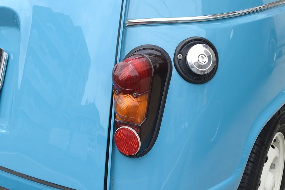 印象的な形状のリアレンズももちろん割れやくもりはありません!燃料タンクキャップもメッキタイプへ交換済!