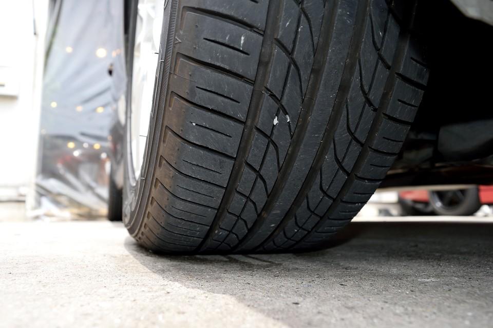タイヤ残溝はご覧の通り。7分山というところでしょうか、まだまだ当分交換の必要はなさそうですね。