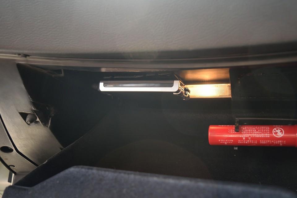 助手席のグローブBOX内にETCも、もちろん装備!音声案内、アンテナ別体タイプです。