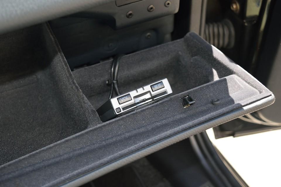ETCももちろん装備。助手席グローブBOX内に設置なのでダッシュ廻りはスッキリ!カードの出し入れもしやすいですね。