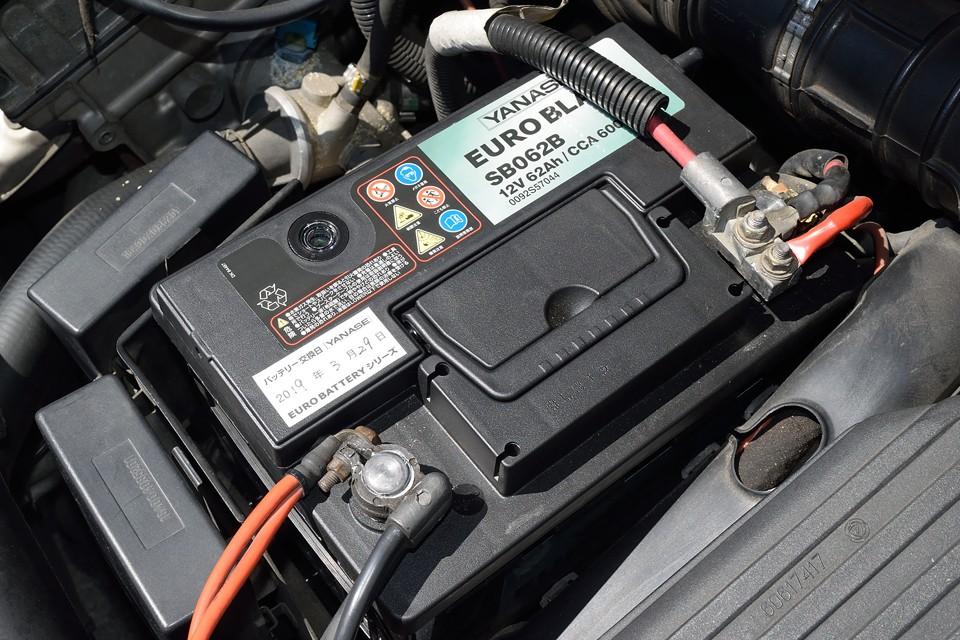 比較的高額部品のひとつ、バッテリーは今年の3月に交換したばかりです。これちょっと安心。
