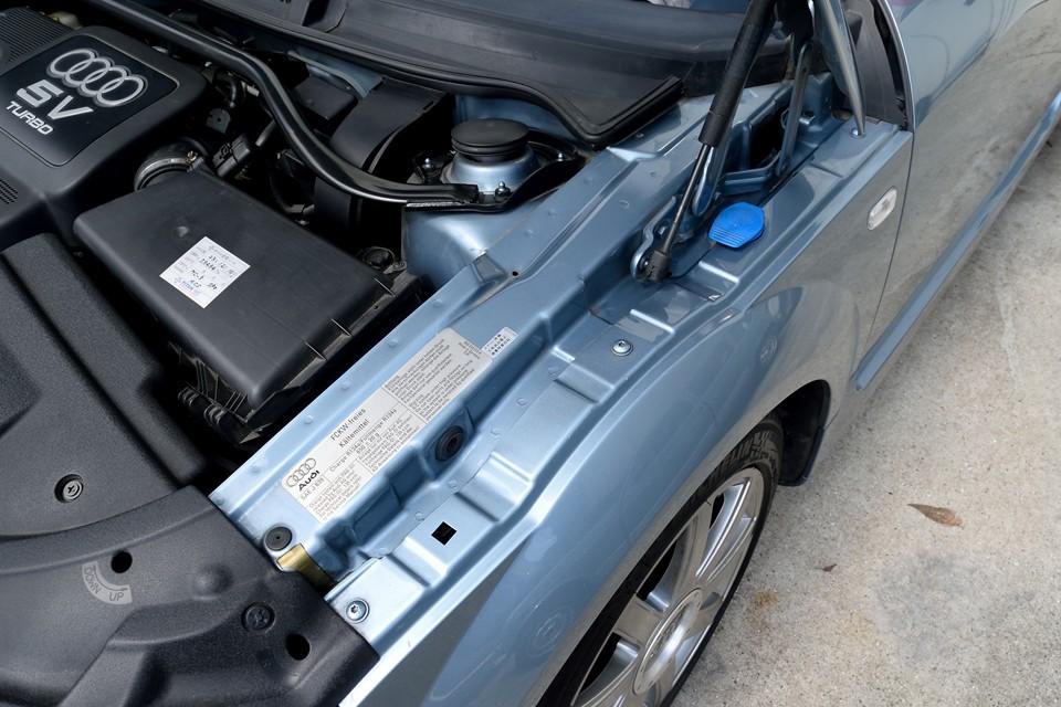 ついでと言ってはなんですが、汚れやすいエンジンルームの端っこがこの状態です。一事が万事!いいですねぇ~。