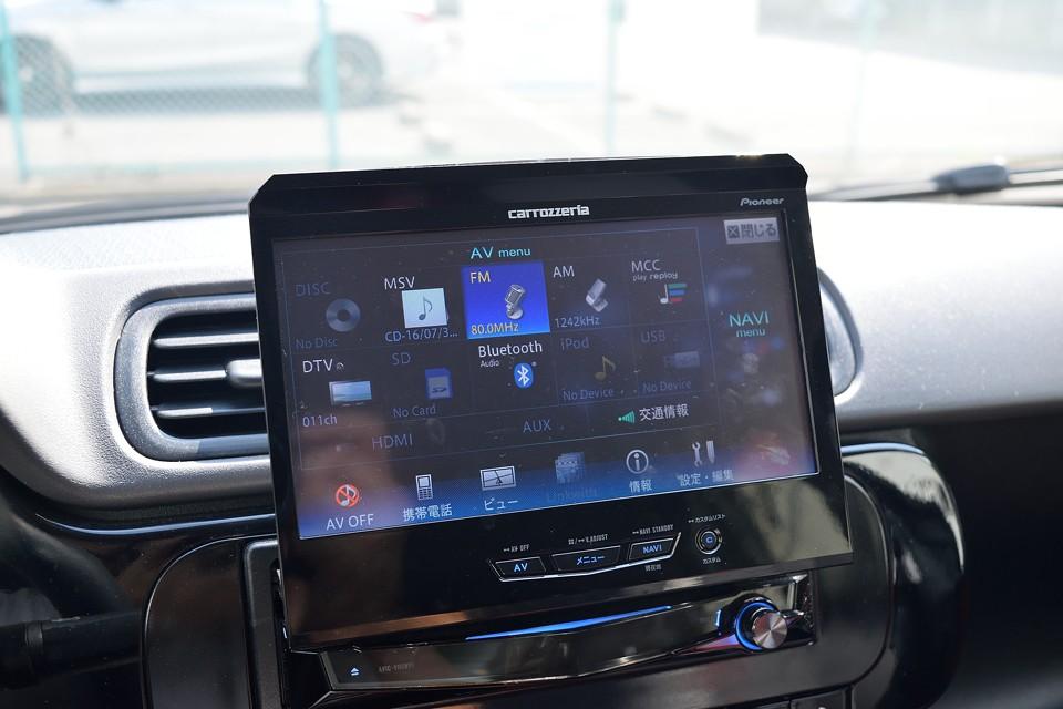 AVソースはご覧の通り、ありとあらゆるものに対応!TVはもちろん、iPod、USBメモリー、Bluetoothにも対応してます!