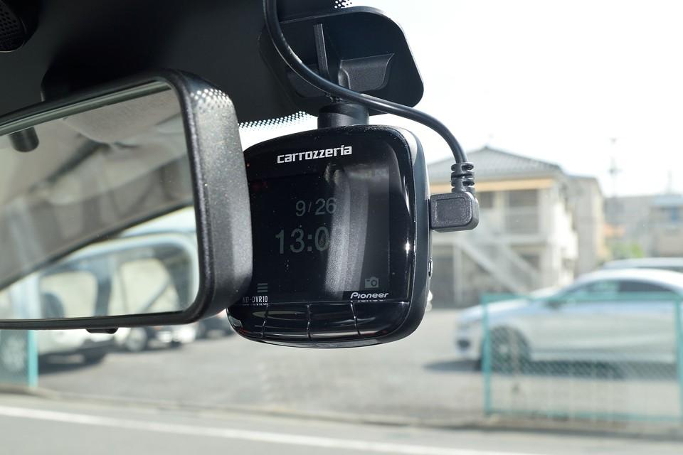 それからそれから、万が一の時にとっても役立つドライブレコーダーも装備!もはや保険代わりと言える装備ですね。