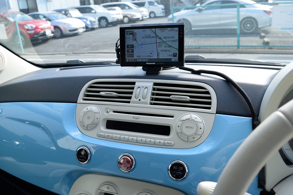 最新のおしゃれ家電のように、とっても洗練された操作パネル!これだけキレイに出来てると、むやみに押したくなっちゃうつ~の!(笑)こういうところに命を掛ける?!のはやっぱイタリア車ですね~!