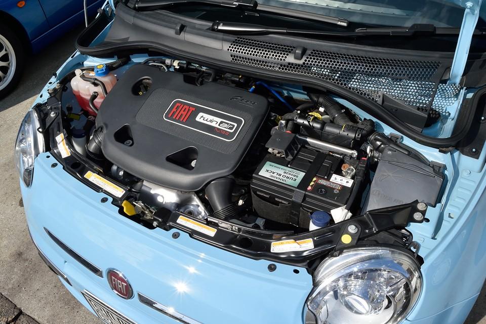 直列2気筒8バルブICターボ、875cc、最高出力85ps/5500rpm、最大トルク14.8kg・m/1900rpmを発生するフィアットが誇るツインエアーエンジン!1.4Lエンジンが最大トルク13.4kg・m/4250rpmなので、何とそれよりもトルクフル!