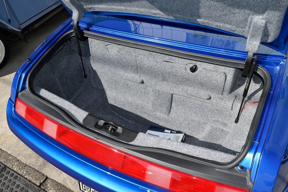ほぼ車体床面近くまである深い形状なので、見た目以上に積載能力は高し!