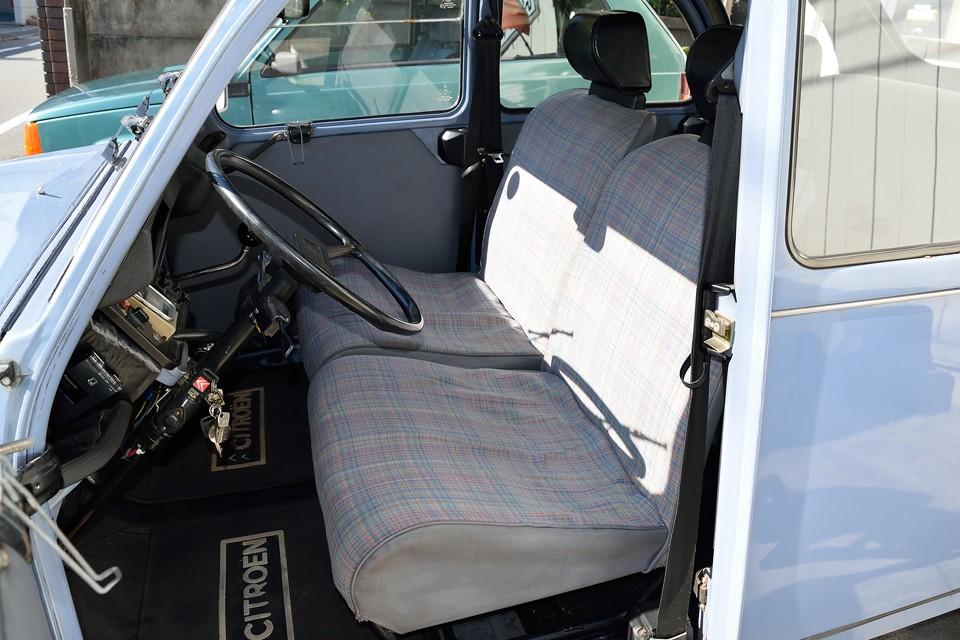 シートは全席、中の吊ゴム、ウレタンを張り替えましたので座り心地は理論上、新品!・・・あっ、いや、あくまで理論上です、はい。