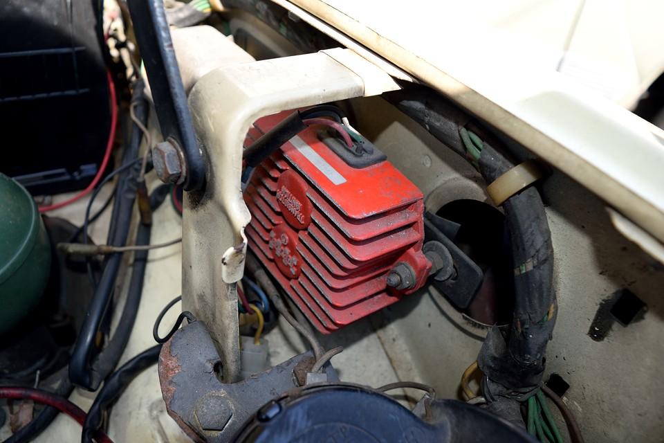 空冷エンジンなので、肝は電気系!っていう事で、ご覧の通りセミトラ化実施済!そのかげで機関は好調!いつでもほぼ一発始動!