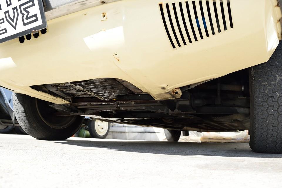 現在、旧車にありがちなエンジンオイル滲み、少量の垂れもある状態ですが、もちろん対策を行いますので、かなり改善すると思います。