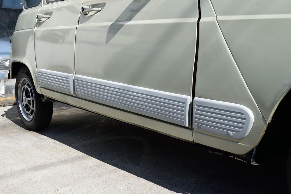 そして、GTLの特徴でもある、このサイドプレートも塗装済!元々は無塗装のプラ素材なので、バンパーとは、あえて違うグレーで、素材感を生かしました!←細か過ぎ?!