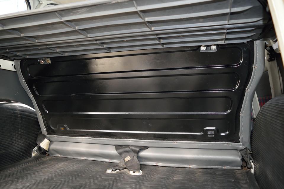 リアシート背面パネルも塗装して、更についでに・・・