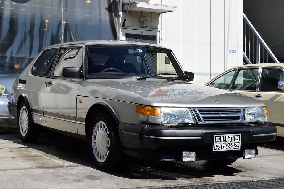 1993(平成5)年式 サーブ900S 16バルブ、クラシックサーブ900最終年の93年モデル!正規ディーラー(MIZWA)車で右ハンドル、3ドアハッチバックのAT車!パッと見は美車ではありますが、小難ありにつき格安でのご提供です!