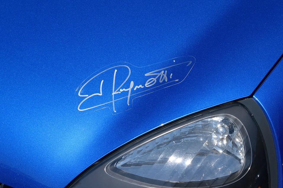 そしてこの個体、ボンネットには、ラニョッティさん直筆のサインがぁ~!ラニョッティさんも認める?!激熱なモデルなのですぅ~!