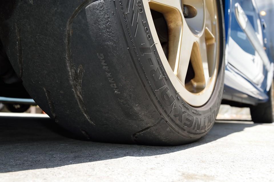 タイヤ残山は・・・既に終わりかけておりますので、ええい!ここは思い切って・・・ご成約いただきましたら、ご希望の新品タイヤ4本交換サービス!タイヤ銘柄をご指定くださいませ(例えばブリジストン・ポテンザRE-11Sがいい~!等)