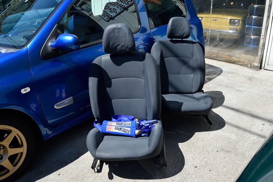 現在、RECAROのバケットシートですが、ノーマルシートもちゃんとあります。温存されていたおかげでしょうか、状態も良さそうですね。