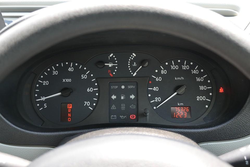 平成19年6月、10,235km時にディーラーにてメーター交換歴ありますので、現在の75,326kmと合わせ、走行距離は85,561kmです。気になるタイミングベルトは平成30年12月、79,686km時にWポンプと合わせ、一式交換歴ありますので当分交換の必要はありませんね。