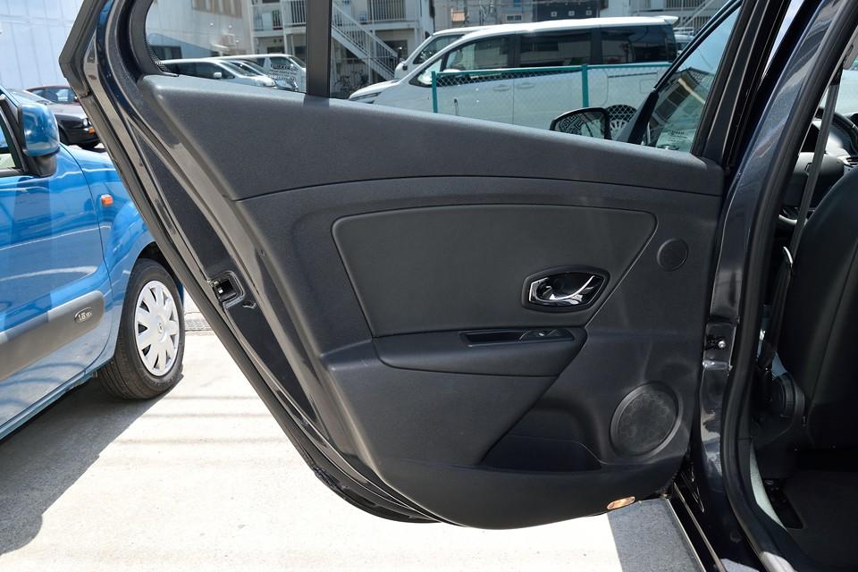 リアドア内張りもシート同様、ほとんど使用感は感じません!気持ち良くお乗りいただけると思います。