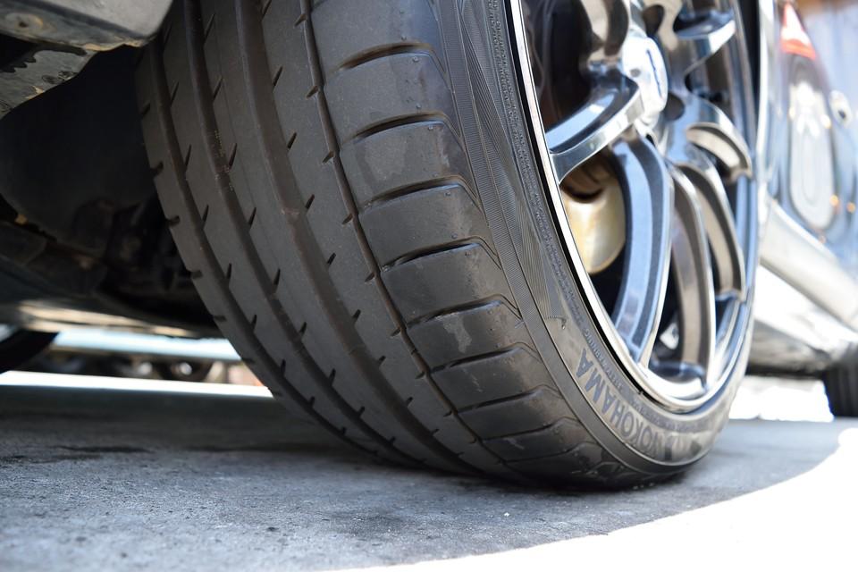 タイヤは高性能なADVAN sportsで残山もタップリ!8分山というところでしょうか。これはうれしいですね。
