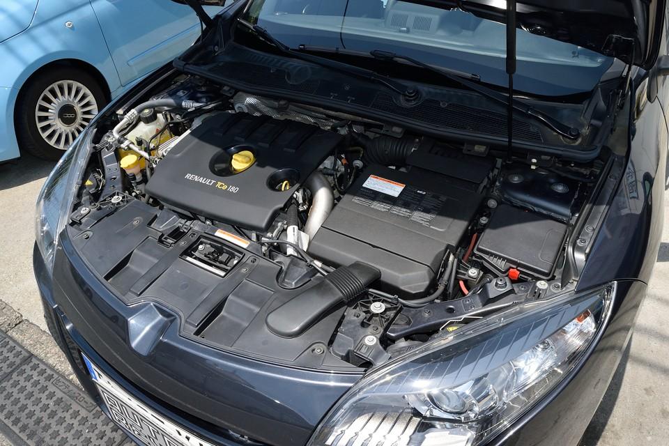 直列4気筒DOHC16バルブターボ、1998cc、最高出力180ps/5500rpm、最大トルク30.6kg・m/2250rpmを発生!出力的にはGTラインとGT220のちょうど中間のスペック!・・・ってことは、即ちベストバランスモデル!