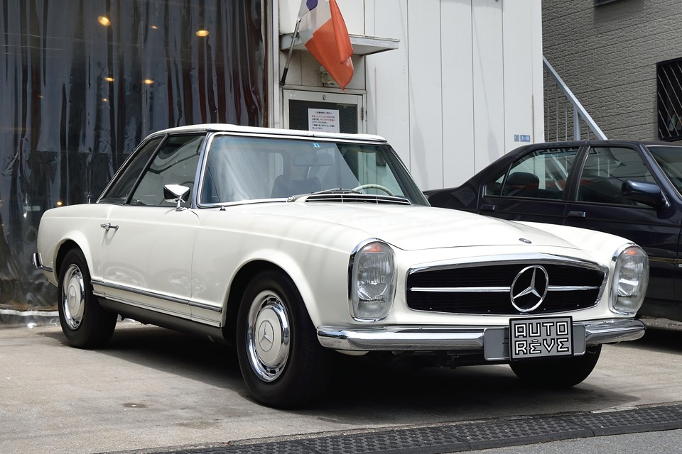 1968年式メルセデスベンツ280SL automatic!歴代メルセデスの中でも際立つ存在のSL。時代を超えて語り継がれる、この美しさはもはや伝説かと・・・。