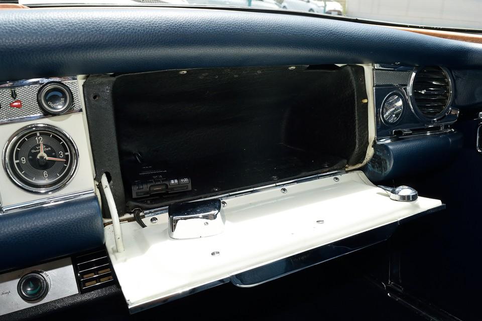 容量タップリのグローブボックスは、2シーターオープンでは重宝します。ETCももちろん装備です。