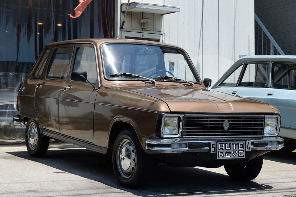 1974(昭和49)年式 ルノー6TL!中身はほぼ4(キャトル)なのに、こんなにもゴージャス?!な雰囲気を持った日本国内では希少な6(シス)!たった2の差なのに、まったり度は100倍(アウトレーヴ比?)なのですぅ~!